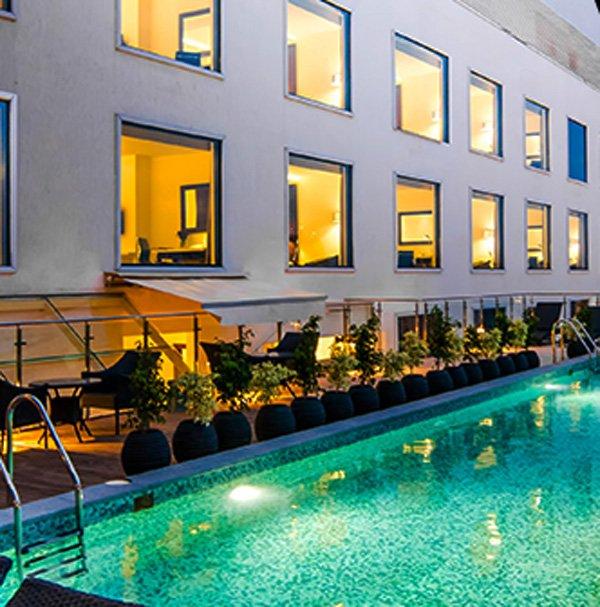 Howard-Johnson-Hebbal-Swimming-Pool